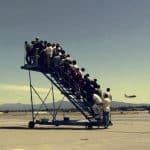 Đề bài: Em hãy mô tả quang cảnh phòng chờ sân bay.